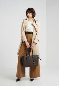 MICHAEL Michael Kors - VOYAGER TOTE - Handbag - brown - 1