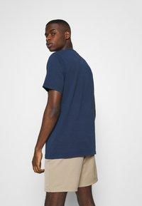 Levi's® - AUTHENTIC CREWNECK TEE - Basic T-shirt - dark blue - 2