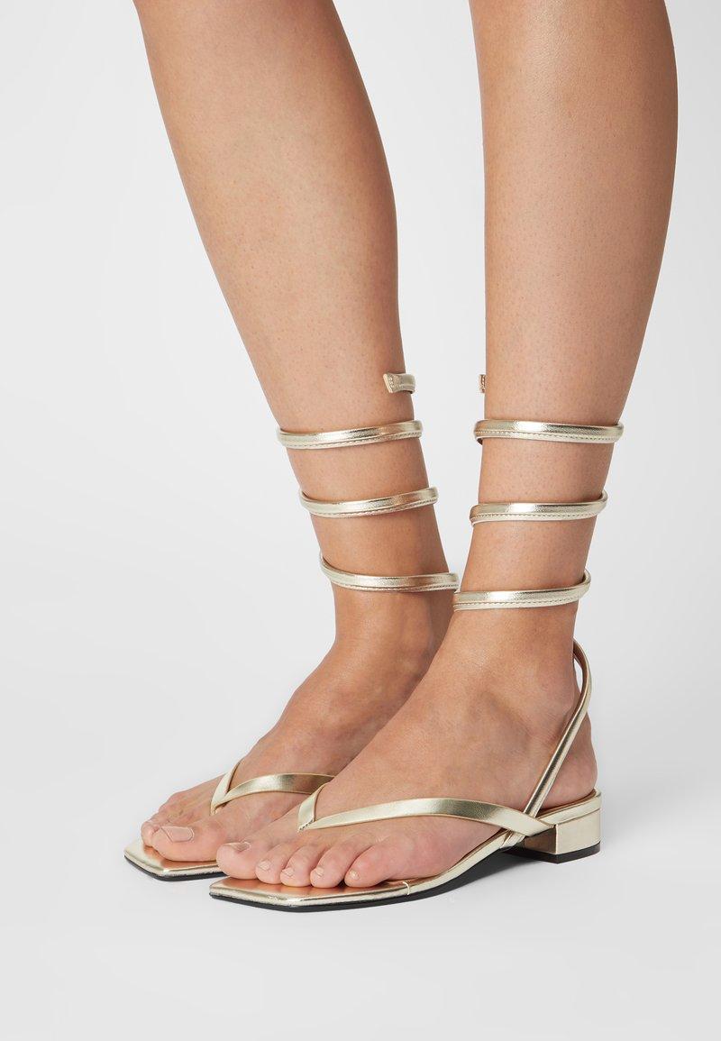 Monki - T-bar sandals - gold