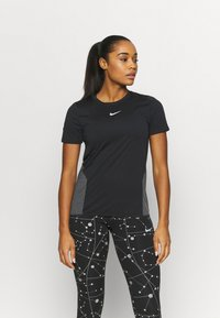 Nike Performance - RUNWAY CORE - Print T-shirt - black/particle grey/silver - 0