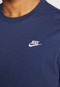 Nike Sportswear - CLUB TEE - Camiseta básica - midnight navy/white - 4