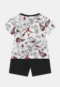 Jordan - FUN FLIGHT SET UNISEX - Print T-shirt - black - 1