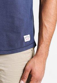 Pier One - Basic T-shirt - navy - 4
