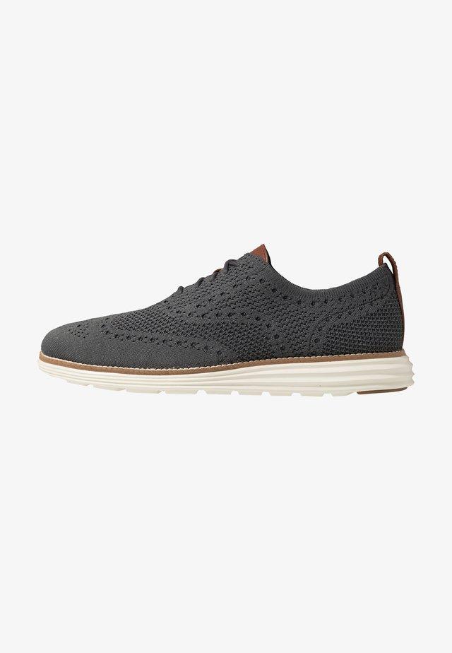 ORIGINALGRAND STITCHLITE WINGTIP OXFORD - Chaussures à lacets - magnet/ivory