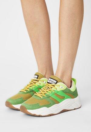 CELEST - Sneakers laag - green