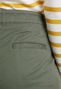 GAP - GIRLFRIEND - Pantalones chinos - greenway - 4