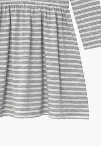 happy girls - Žerzejové šaty - grau - 2