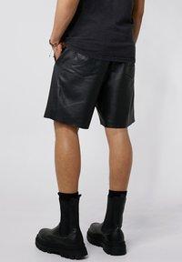 Tigha - Shorts - black - 2