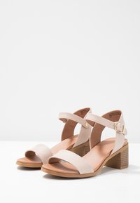 Madden Girl - AERIE - Sandals - latte - 4