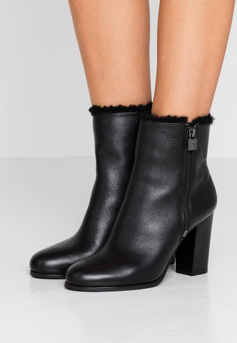 MICHAEL Michael Kors - FRENCHIE BOOTIE - Kotníková obuv na vysokém podpatku - black