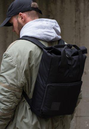 ROLL-TOP DAYPACK - Backpack - schwarz