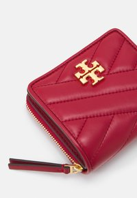 Tory Burch - KIRA CHEVRON BIFOLD WALLET - Wallet - redstone/rolled brass - 3