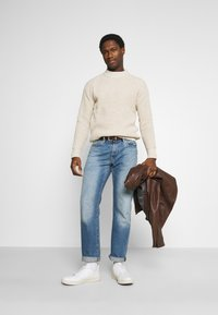 Selected Homme - SLHNATHAN HIGH NECK - Stickad tröja - oyster gray - 1