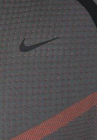 Nike Sportswear - HOODIE  - Sudadera con cremallera - dark grey/turf orange/black - 2