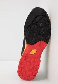 La Sportiva - TX GUIDE - Climbing shoes - black/yellow - 4