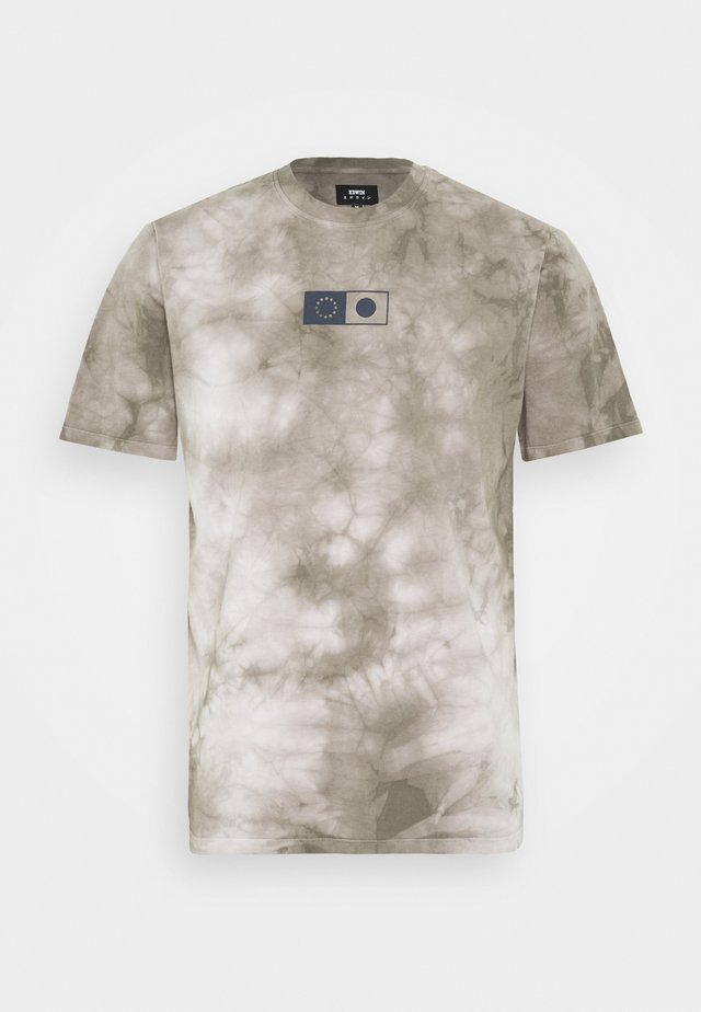 SYNERGY  - Print T-shirt - frost grey