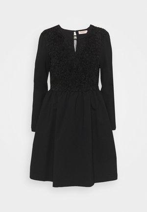 Denní šaty - nero