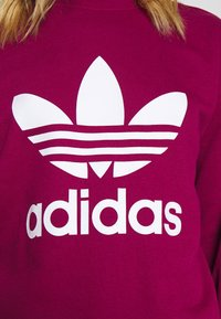 adidas Originals - CREW ADICOLOR - Sweatshirt - power berry/white - 5