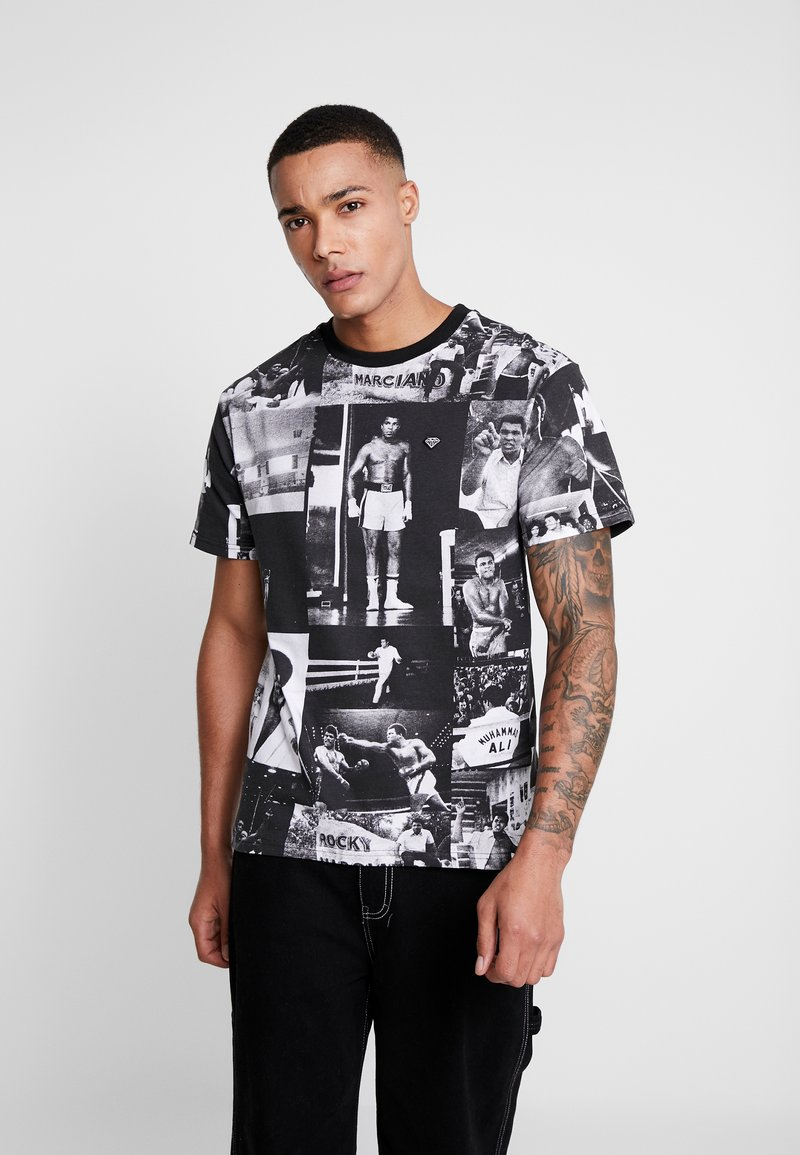 Diamond Supply Co. - MONTAGE TEE - T-shirt med print - black/white