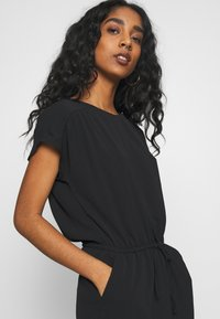 Vero Moda - VMSASHA BALI SHORT DRESS NOOS - Freizeitkleid - black - 5