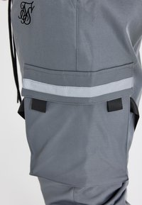 SIKSILK - COMBAT TECH CARGO PANTS - Cargo trousers - light grey - 4