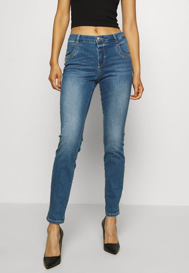 NOVEL - Jeansy Slim Fit - blue
