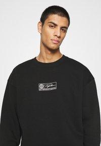 Topman - BARCODE GRAPHIC  - Sweatshirt - black - 4