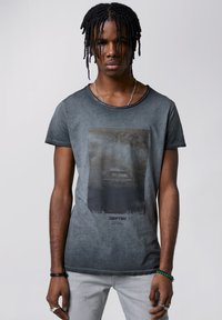Tigha - HIGHWAY DRIFT WREN - T-shirt imprimé - vintage black - 0