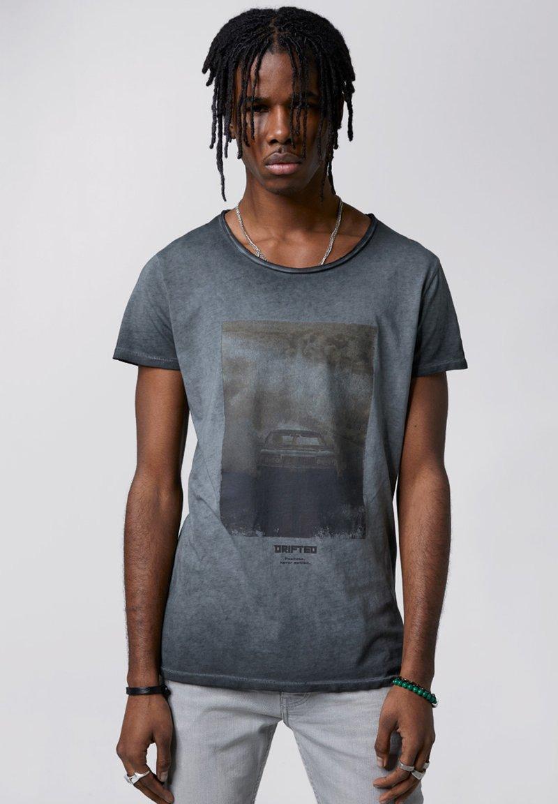 Tigha - HIGHWAY DRIFT WREN - T-shirt imprimé - vintage black