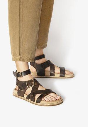 Sandals - dark brown dbn