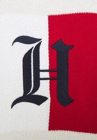 Tommy Hilfiger - LEWIS HAMILTON UNISEX BACKLOOP JERSEY CREW NECK - Jumper - ivory - 7