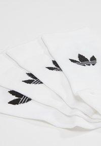 adidas Originals - THIN TREF CREW 2 PACK - Ponožky - white/black - 2