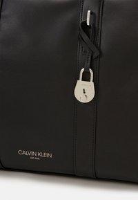 Calvin Klein - WEEKENDER - Sac week-end - black - 3