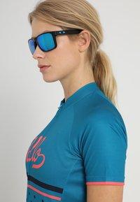 Oakley - HOLBROOK XL - Sunglasses - prizm sapphire - 3
