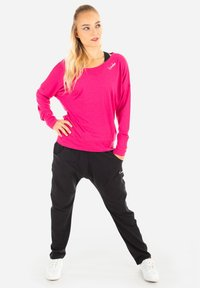 Winshape - MCS002 ULTRA LIGHT - Sweatshirt - deep pink