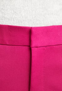 Banana Republic - SLOAN SOLIDS - Chino - fuschia - 6