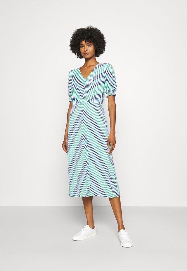 GILLIAN DAY DRESS - Denní šaty - colonial cream