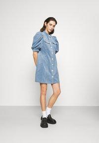 Cras - ANNIECRAS DRESS - Sukienka letnia - faded denim - 1