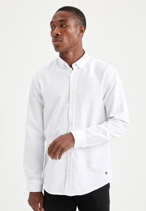 MODERN FIT - Shirt - white