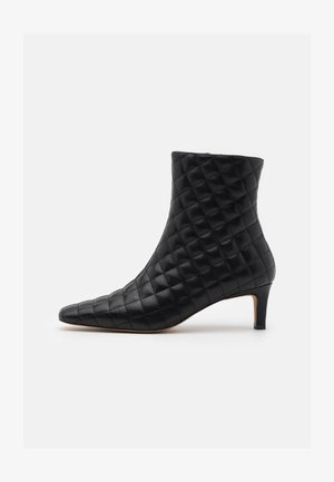 QUILTED EXTENDED SQUARED TOE BOOTS - Classic ankle boots - black