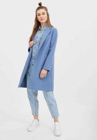 Stradivarius - STRICKMANTEL 05899429 - Classic coat - dark blue