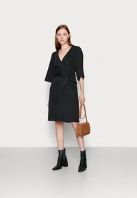 Vero Moda Tall - VMFAYE DRESS - Dongerikjole - black - 1