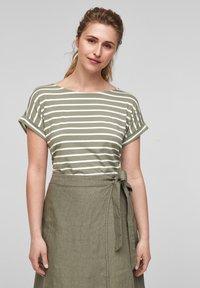 s.Oliver - Print T-shirt - summer khaki stripes - 0
