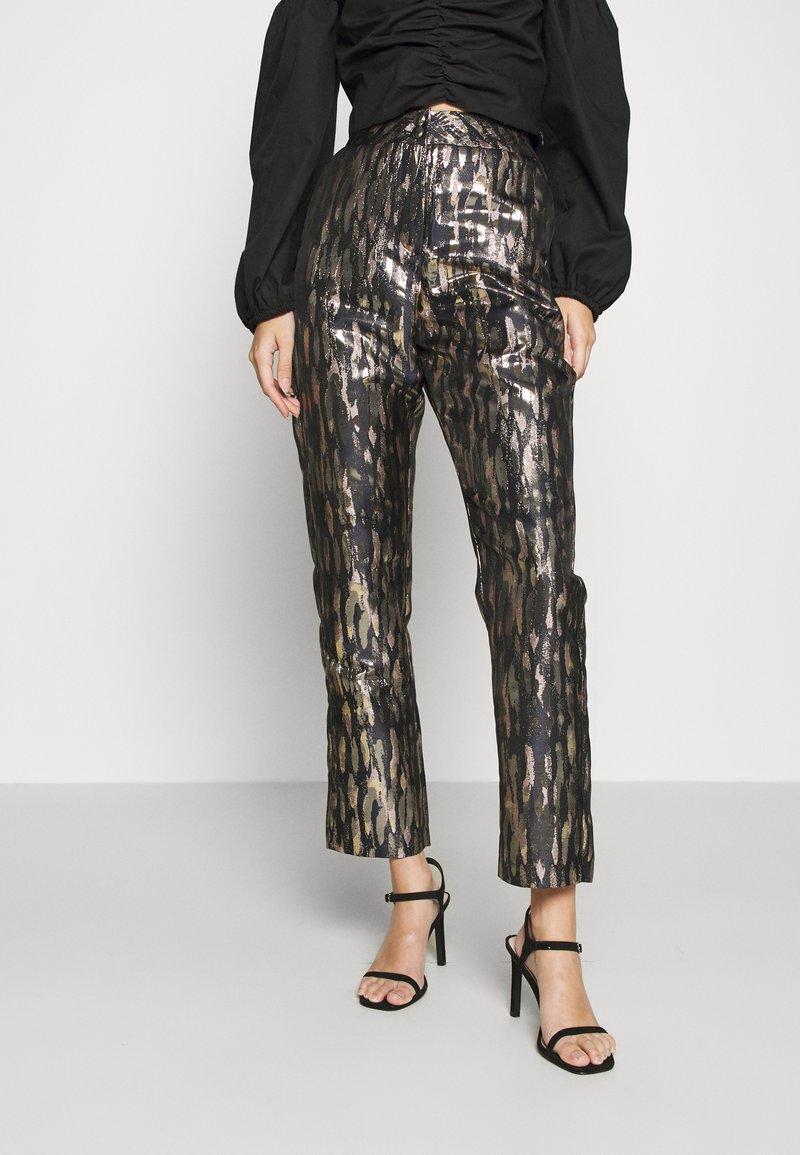 Fashion Union - DISA TROUSER - Pantalon classique - gold