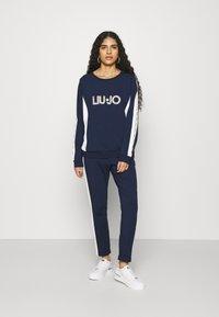 Liu Jo Jeans - FELPA CHIUSA - Sweatshirt - blu navy - 1
