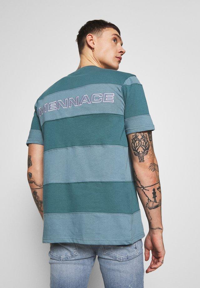 PANELLED STRIPE - T-shirt print - green