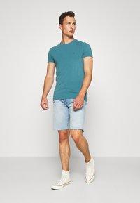 Tommy Hilfiger - T-shirt basic - green - 1