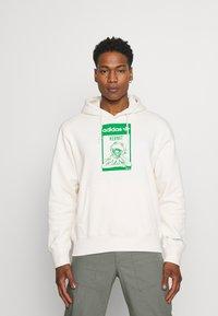 adidas Originals - HOODIE KERMIT UNISEX - Sweat à capuche - off-white - 0