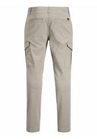 Jack & Jones - MARCO JOE AKM - Cargo trousers - crockery - 1