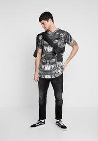 Supply & Demand - NEW YORK MIRROR - T-shirt con stampa - black/white - 1
